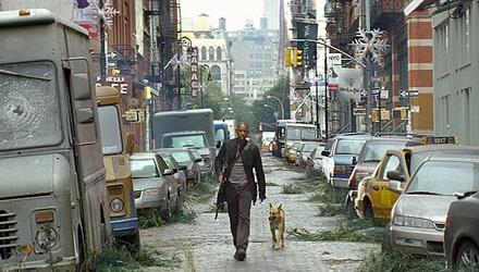 """""""Me llamo Robert Neville. Soy un superviviente que reside en Nueva York. Si hay alguien ahí... cualquiera, que sepas que no estás sólo..."""""""