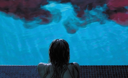 it-follows-piscina