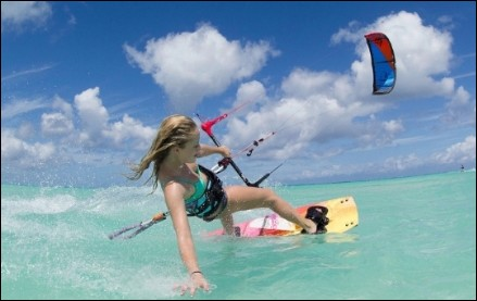 maika-monoroe-kiteboarding