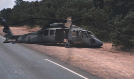 monsters-helicoptero-derribado