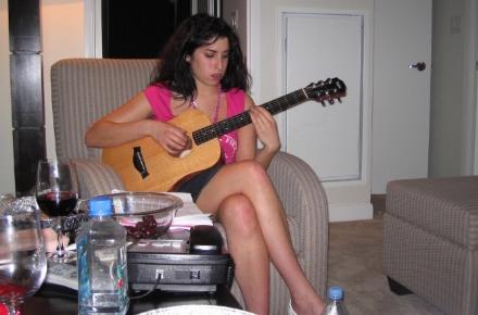 amy-amy-winehouse-guitarra