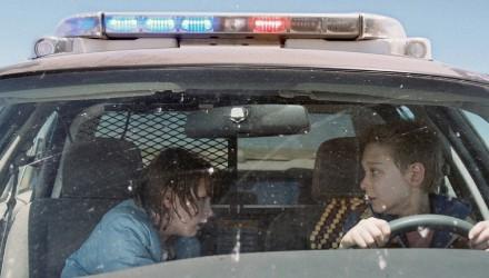 coche-policial-amigos