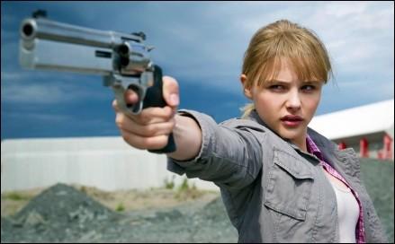 chloe-grace-moretz-pistola