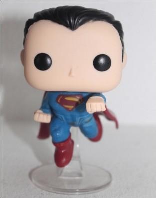 superman-funko-delante