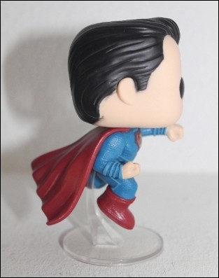 superman-funko-lateral1