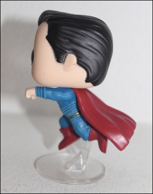 superman-funko-lateral2