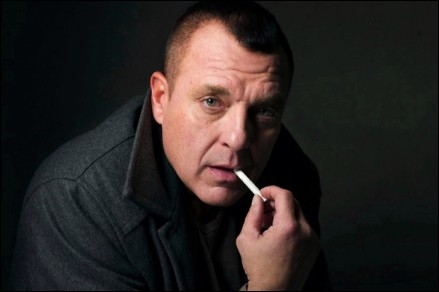 tom-sizemore-cigarrillo