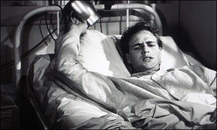 marlon-brando-the-men-bed